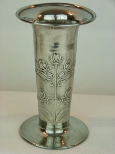 Pewter vase 01104 (1)